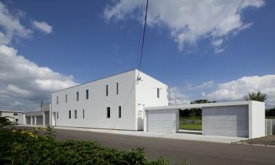 鷹ノ巣の2世帯住宅 (外観)