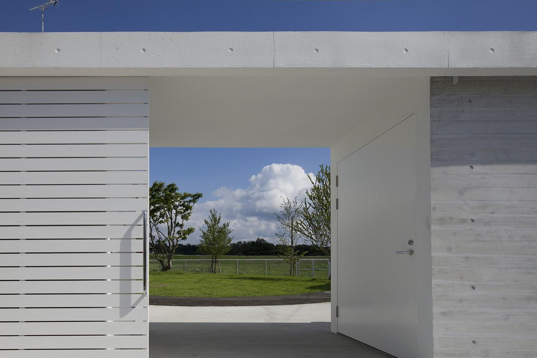 アウトドア事例:庭へのアプローチ(鷹ノ巣の2世帯住宅)
