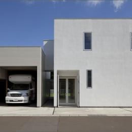鷹ノ巣の2世帯住宅 (駐車場、玄関)
