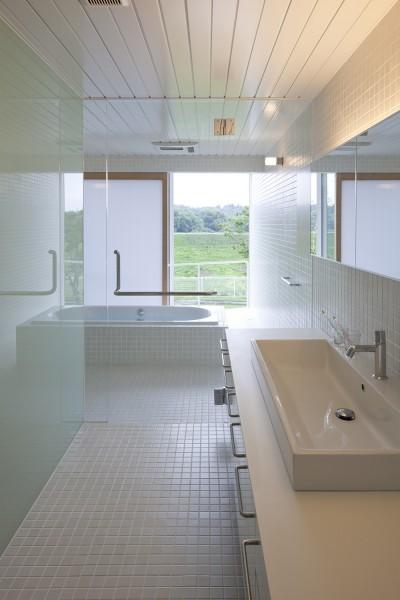 2階洗面脱衣室,浴室 (鷹ノ巣の2世帯住宅)