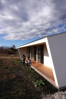 トウモロコシ畑の家 (伸びやかな縁側)