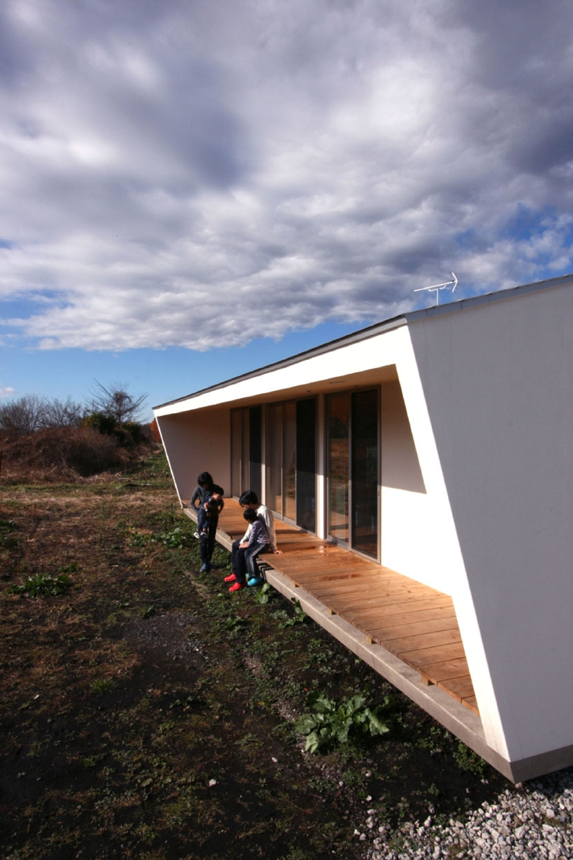 トウモロコシ畑の家の部屋 伸びやかな縁側