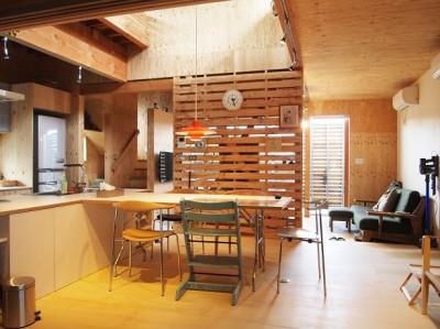 両親が建てた家をリノベして住み継ぐ Sumire house (ダイニングスペース)