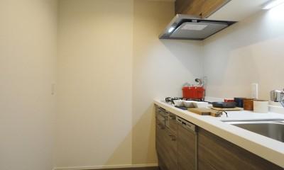 深みのあるウォールナットの部屋 (キッチン)