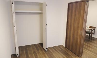 深みのあるウォールナットの部屋 (洋室)
