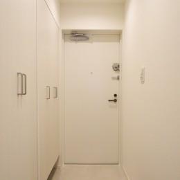 深みのあるウォールナットの部屋 (玄関)