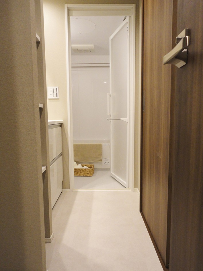 深みのあるウォールナットの部屋 (洗面室)