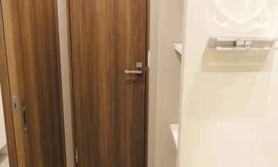 洗面室|深みのあるウォールナットの部屋