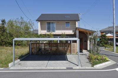 緑あふれる癒しの家~アンティークやグリーンが映えるカフェのような家~ (外観)