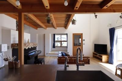 リビングダイニング (緑あふれる癒しの家~アンティークやグリーンが映えるカフェのような家~)