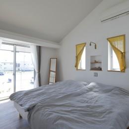 緑あふれる癒しの家~アンティークやグリーンが映えるカフェのような家~ (寝室)