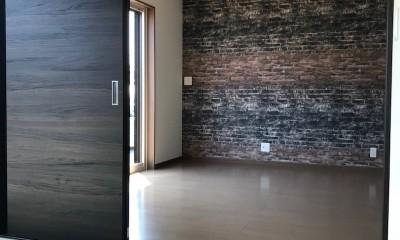 カジュアルモダンな2世帯の家 (1階 和室〜リビング)