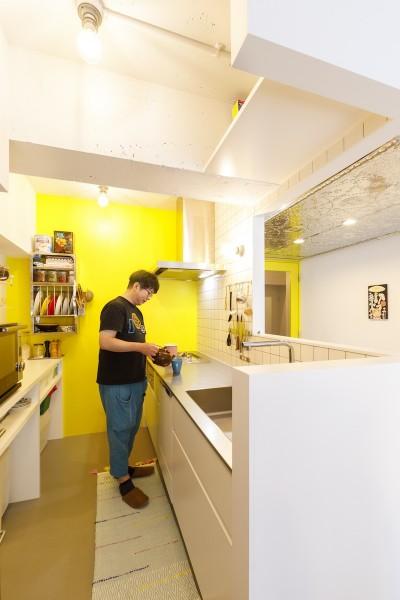 キッチン (S邸-壁に色を塗りたい!夢とこだわりの詰まった寝室)