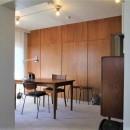 静謐な雰囲気の書斎スペース