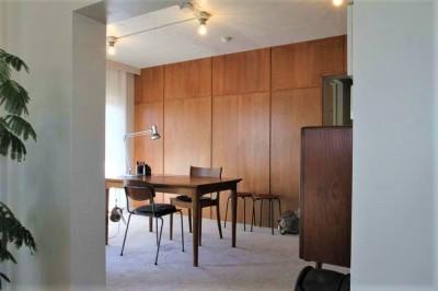 シンプルに暮らせる。ヴィンテージスタイルの家 (静謐な雰囲気の書斎スペース)
