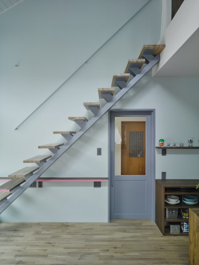 階段 (salon-「ここだけ」のリノベでつくる自分たちらしい空間)