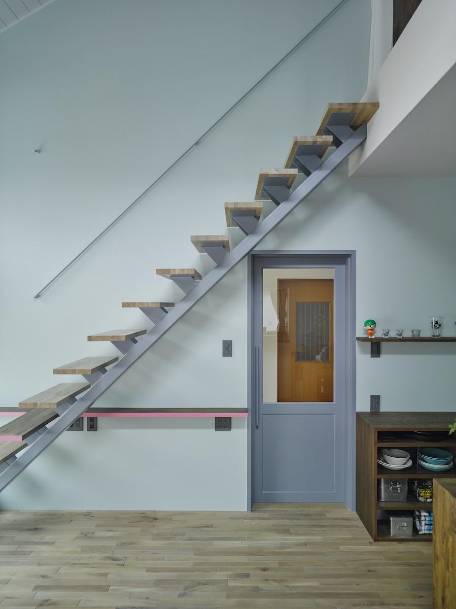 salon-「ここだけ」のリノベでつくる自分たちらしい空間 (階段)