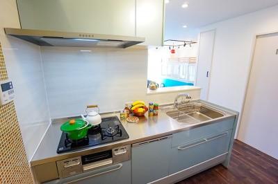 憧れのカフェ&ヴィンテージデザインで統一したマイホーム (キッチン)