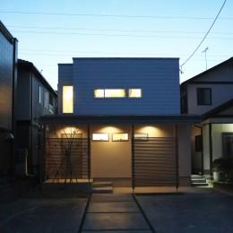 外観ファサード夜景 (斜光の家)
