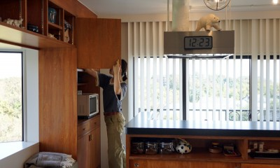 明るく気持ちのよいオープンキッチン|シンプルに暮らせる。ヴィンテージスタイルの家