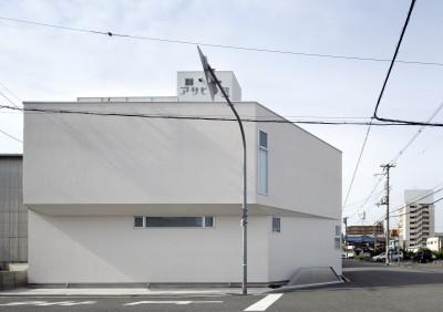ダイヤモンドカットの家 – 働く覚悟と白いダイヤモンド – (北側外観)