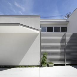 ダイヤモンドカットの家 – 働く覚悟と白いダイヤモンド – (南側から)