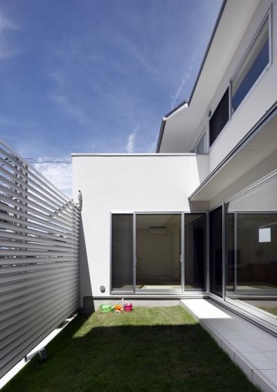 中庭 (ダイヤモンドカットの家 – 働く覚悟と白いダイヤモンド –)