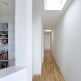 ダイヤモンドカットの家 – 働く覚悟と白いダイヤモンド – (2階廊下)