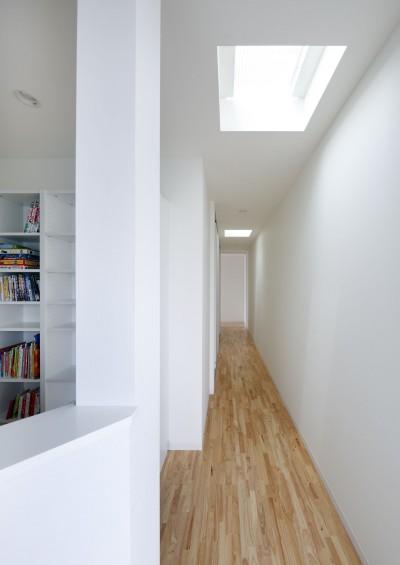 2階廊下 (ダイヤモンドカットの家 – 働く覚悟と白いダイヤモンド –)