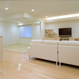 岡崎のマンション – 斜めに切り取られた和室が空間の可能性を広げる –