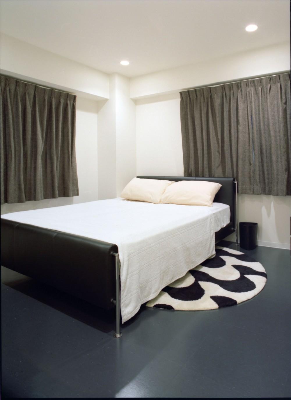 岡崎のマンション – 斜めに切り取られた和室が空間の可能性を広げる – (寝室)