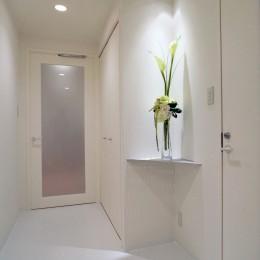 岡崎のマンション – 斜めに切り取られた和室が空間の可能性を広げる – (廊下)