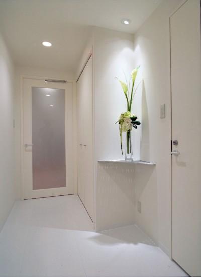 廊下 (岡崎のマンション – 斜めに切り取られた和室が空間の可能性を広げる –)