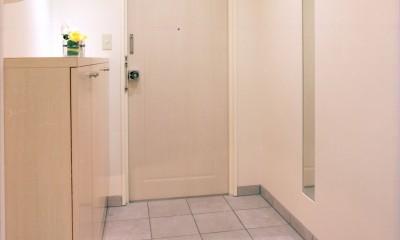 玄関|岡崎のマンション – 斜めに切り取られた和室が空間の可能性を広げる –