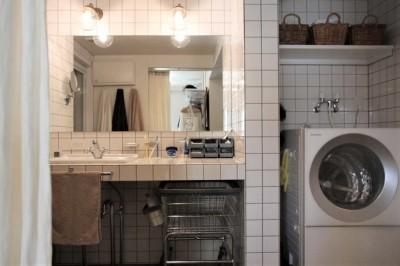 ホテルライクな造作の洗面台 (シンプルに暮らせる。ヴィンテージスタイルの家)