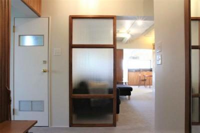 シンプルに暮らせる。ヴィンテージスタイルの家 (玄関から見える景色)