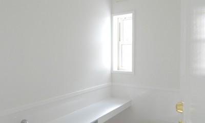 風見鶏の家~夢をかなえる住まい (セラミックパネルを使用した衛生的なトイレ)