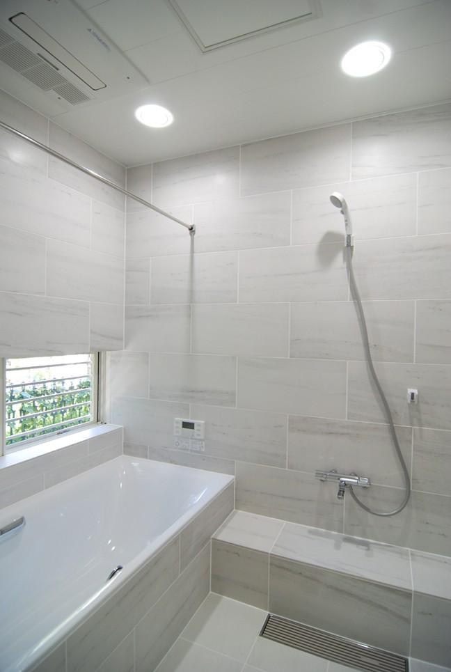 風見鶏の家~夢をかなえる住まい (大きな浴槽のある浴室)