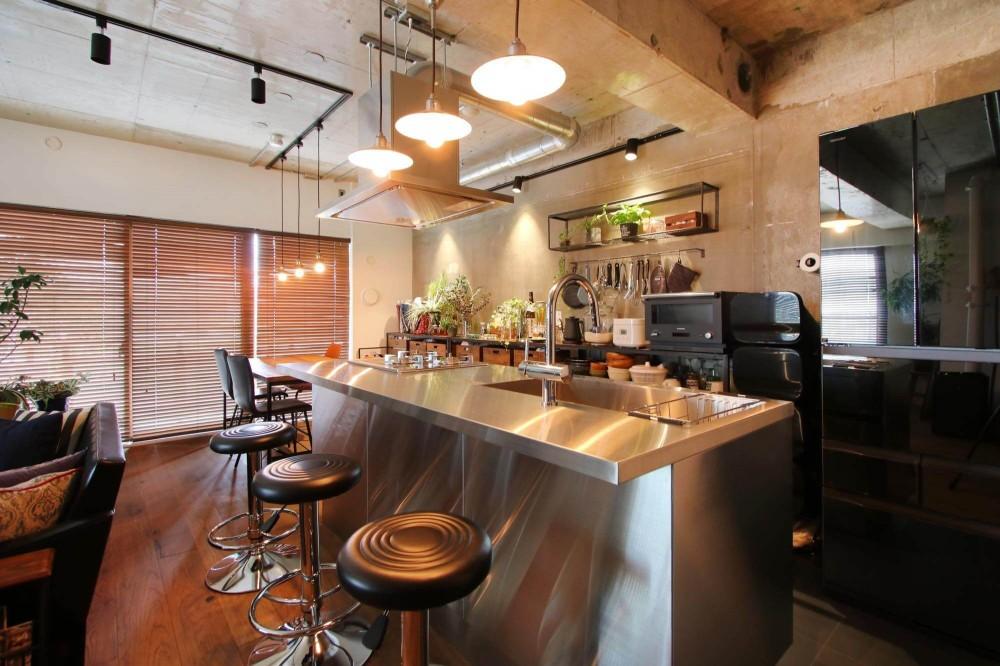 グリーンで彩るインダストリアル空間 (キッチン)