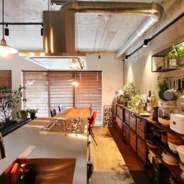 植物で彩るインダストリアル空間 (キッチン)