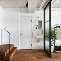 植物で彩るインダストリアル空間 (玄関ホール)
