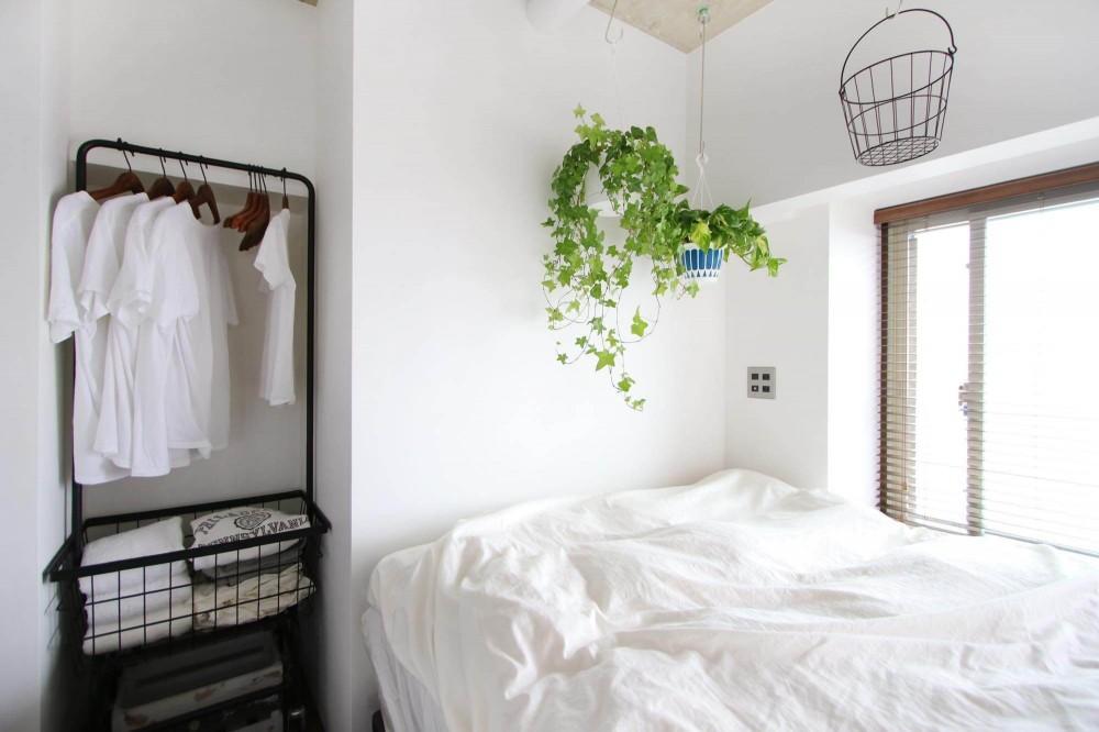 グリーンで彩るインダストリアル空間 (寝室)