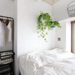 植物で彩るインダストリアル空間 (寝室)