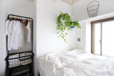 寝室 (グリーンで彩るインダストリアル空間)