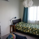 シンプルに暮らせる。ヴィンテージスタイルの家の写真 シンプルな長男の部屋