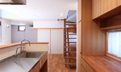 家族の時間を楽しむ家~北欧インテリアの家~ (キッチン)