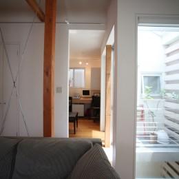 光庭の家 – 敷地条件を諦めない改修<リノベーション> – (2階書斎をみる)