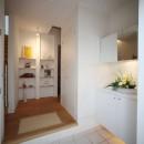 光庭の家 – 敷地条件を諦めない改修<リノベーション> –の写真 1階玄関