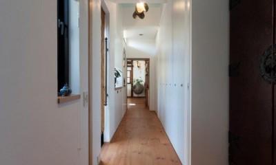 廊下|古民家移築のゲストルームを住宅に/歴梁