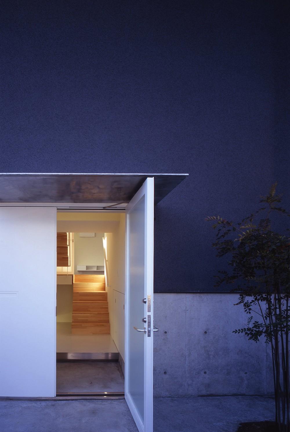 日立の2世帯住宅 (玄関)